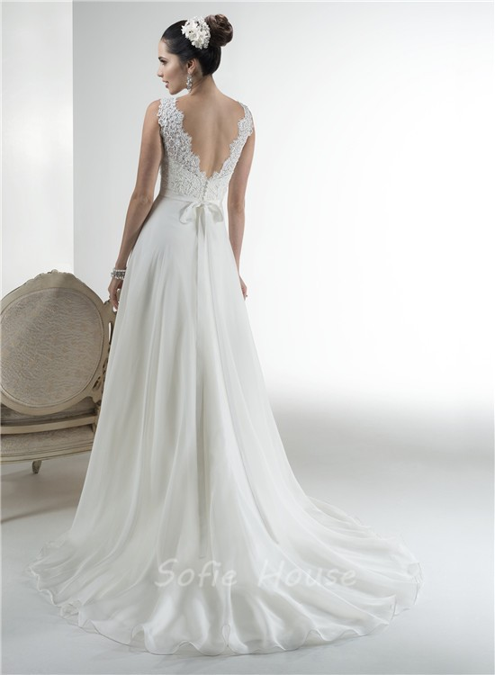 A Line Scalloped V Neck Open Back Lace Organza Wedding Dress With