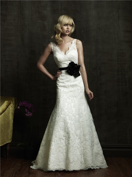 Line V Neck Low Back Vintage Lace Wedding Dress With Black Sash