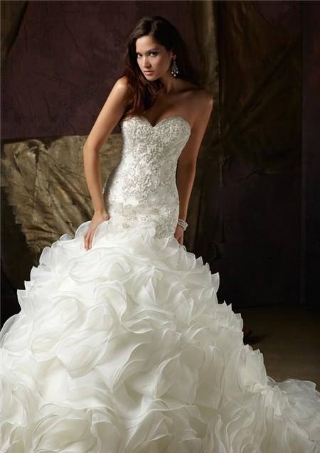 Sweetheart ruffle wedding dress