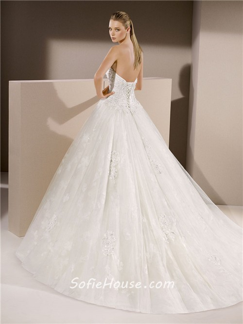 Classic Ball Gown Sweetheart Tulle Lace Beaded Wedding Dress Corset Back