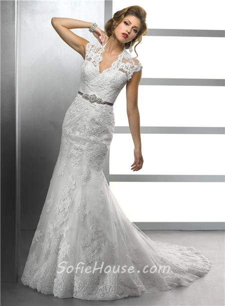 Elegant Mermaid Scalloped V Neck Vintage Lace Modest Wedding Dress With Crystal Sash Buttons