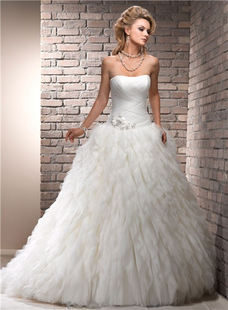 Fairy tale ball gown strapless puffy ivory tulle wedding for Fairytale ball gown wedding dresses