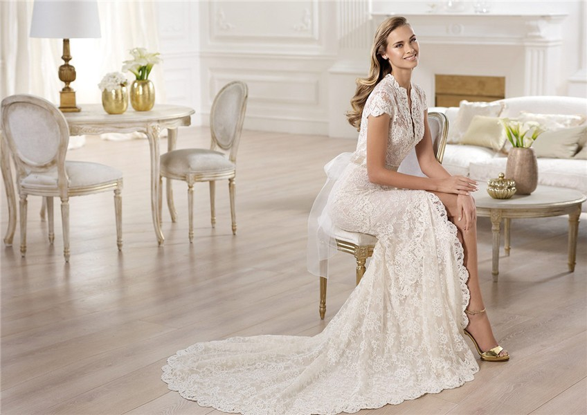 Fashion A Line High Neck Cap Sleeve Lace Wedding Dress