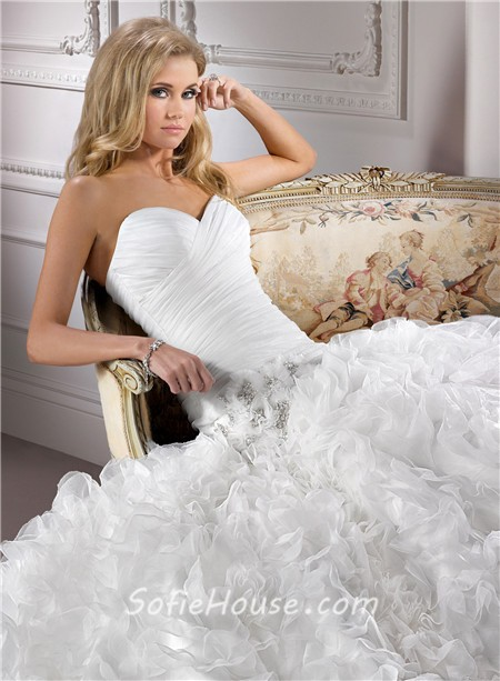 Fashion Ball Gown Sweetheart Ruched Organza Ruffle Wedding Dress With Crystal