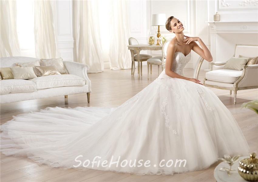 A Line Wedding Dress: Fitted A Line Princess Sweetheart Lace Tulle Wedding Dress