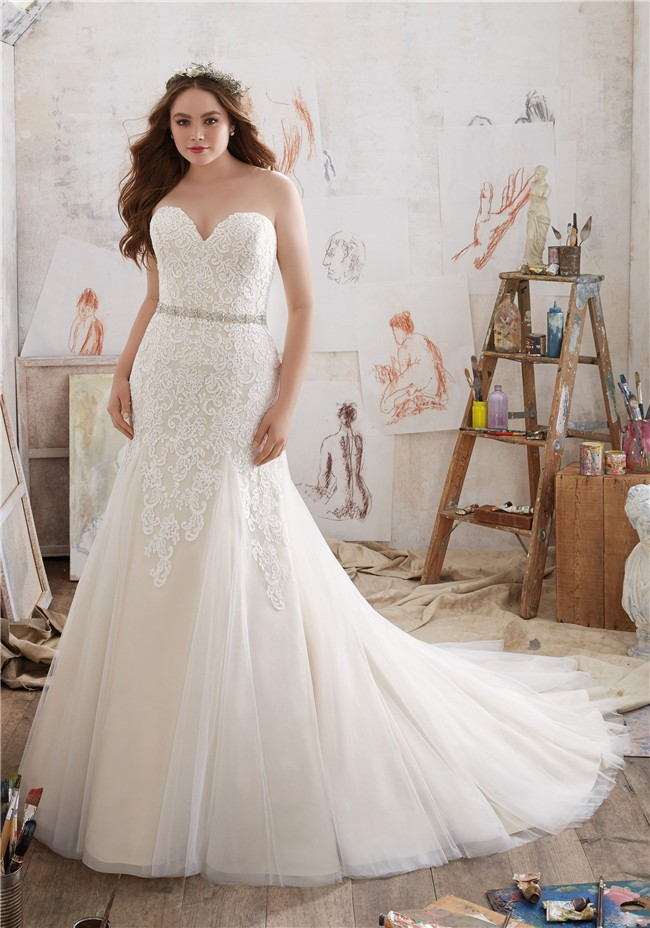 Fitted a line strapless tulle lace plus size wedding dress for Fitted wedding dresses for plus size