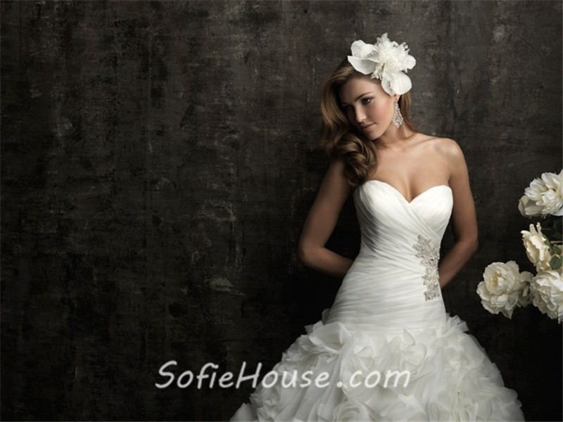 Fitted Ball Gown Sweetheart Champagne Organza Ruched Wedding Dress With Crystals