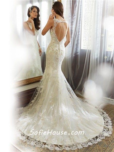 Fitted Mermaid Bateau Neckline Keyhole Backless Lace Wedding Dress With Buttons