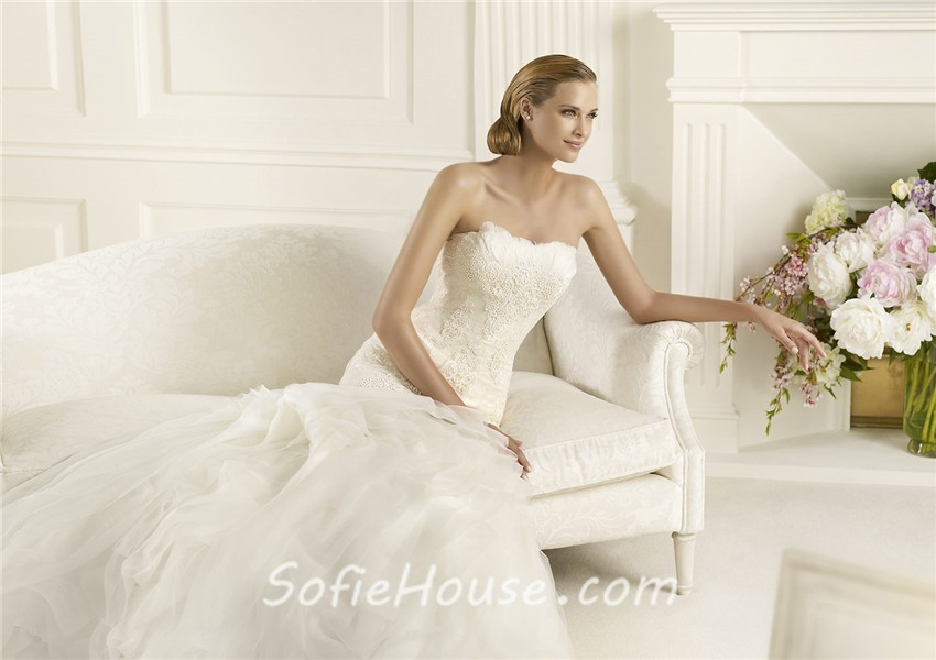 Strapless Mermaid Wedding Gown: Fitted Mermaid Strapless Feather Neckline Lace Layered