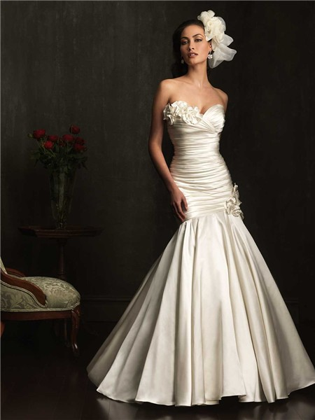 Flattering mermaid sweetheart ivory ruched satin wedding for Satin sweetheart mermaid wedding dress