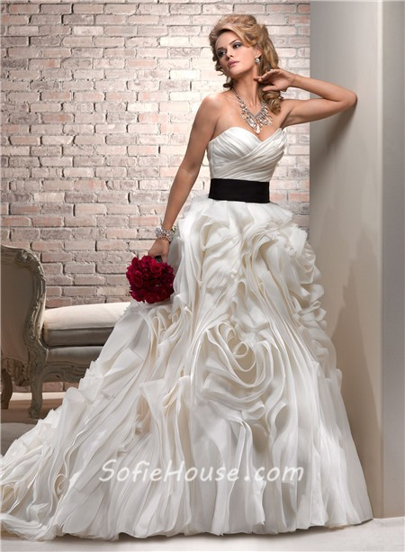 Luxury Ball Gown Sweetheart Cream Ivory Organza Layered Wedding Dress With Black Sash