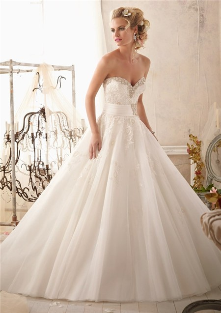 Ball Gown Sweetheart Tulle Lace Beaded Wedding Dress With Crystal Belt