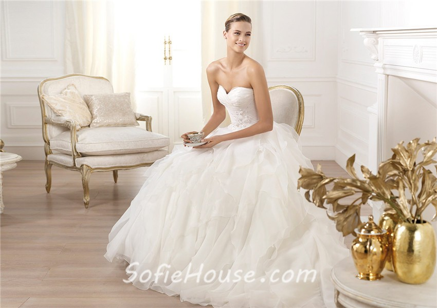 A Line Wedding Dress: Simple A Line Princess Sweetheart Organza Ruffle Wedding