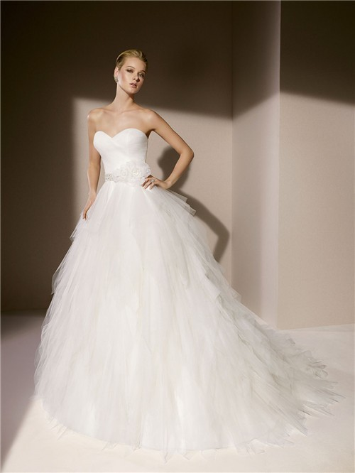 Simple Ball Gown Strapless Sweetheart Layered Tulle Wedding Dress With Flowers Beaded Belt