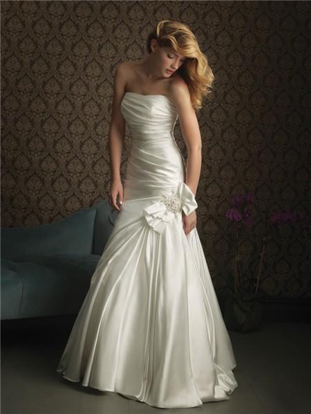 Simple Elegant Mermaid Strapless Satin Wedding Dress With