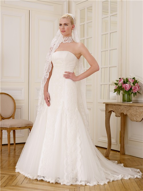 Simple fitted mermaid strapless tulle vintage lace wedding for Fitted strapless wedding dress