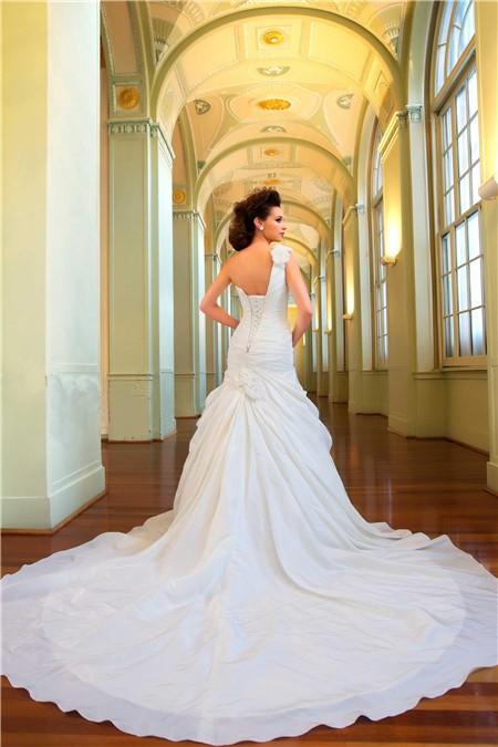 wedding dresses aline with long train