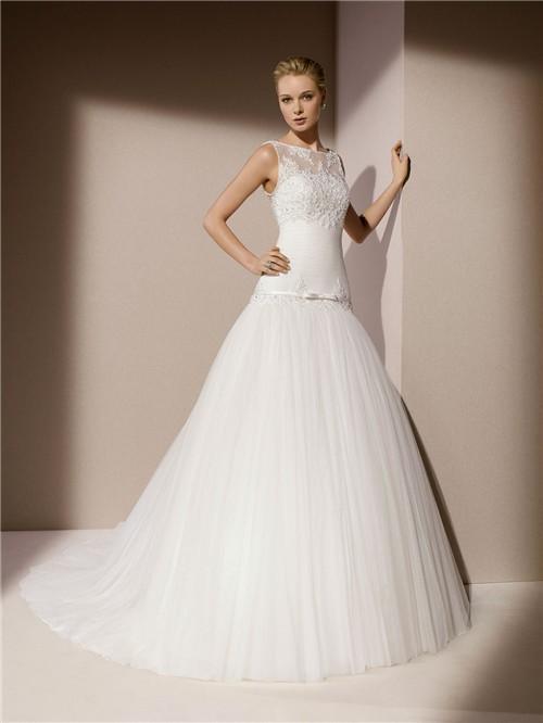 Trumpet mermaid boat neck v back tulle lace applique for Boat neck lace wedding dress