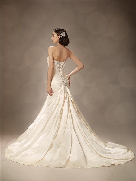 Trumpet mermaid sweetheart court train ivory satin wedding for Ivory silk wedding dresses