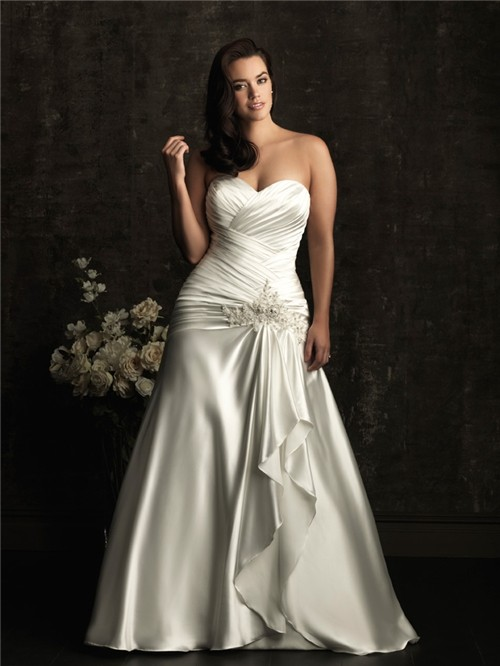 A line sweetheart court train silk satin plus size vintage for Plus size silk wedding dresses