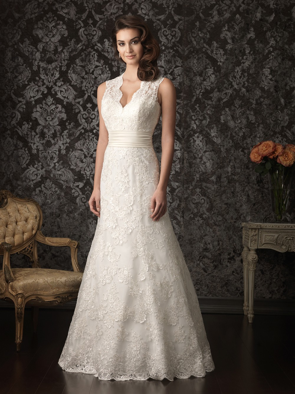 A Line Scalloped V Neck Keyhole Lace Wedding Dress Open Back