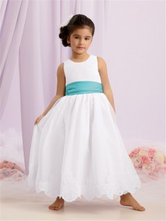 A-line Princess Scoop Long White Taffeta Flower Girl Dress With Lace