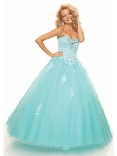 A line sweetheart floor-length light blue prom dress with beading