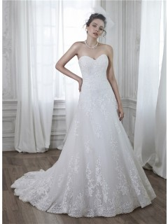 Classic A Line Strapless Tulle Lace Applique Wedding Dress With Buttons