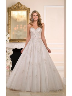 Stunning Ball Gown Sweetheart Tulle Lace Crystal Wedding Dress With Belt