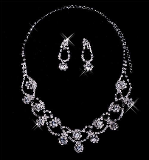 Beautiful Alloy Crystal Wedding Bridal Jewelry Set Including Necklace And Earrings