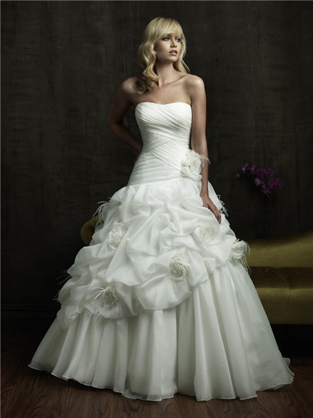Princess Ball Gown Strapless Puffy Organza Wedding Dress With