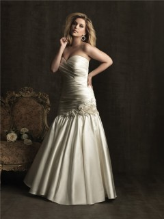 Elegant mermaid sweetheart sweep train ivory satin plus size wedding dress