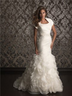 Trumpet/ Mermaid collar court train organza wedding dress with short sleeves