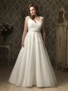 A line Princess v neck cap sleeve tulle lace plus size designer wedding dress with applique
